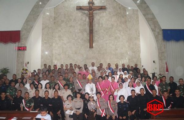 Peringati Kemerdekaan Ri Ke-74, Polda Kalteng Dan TNI Gelar Ibadah Misa Di Gereja Katedral Palangka Raya