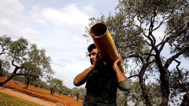 Terroristas se envenenan al intentar usar armas químicas en Idlib contra el Ejército sirio