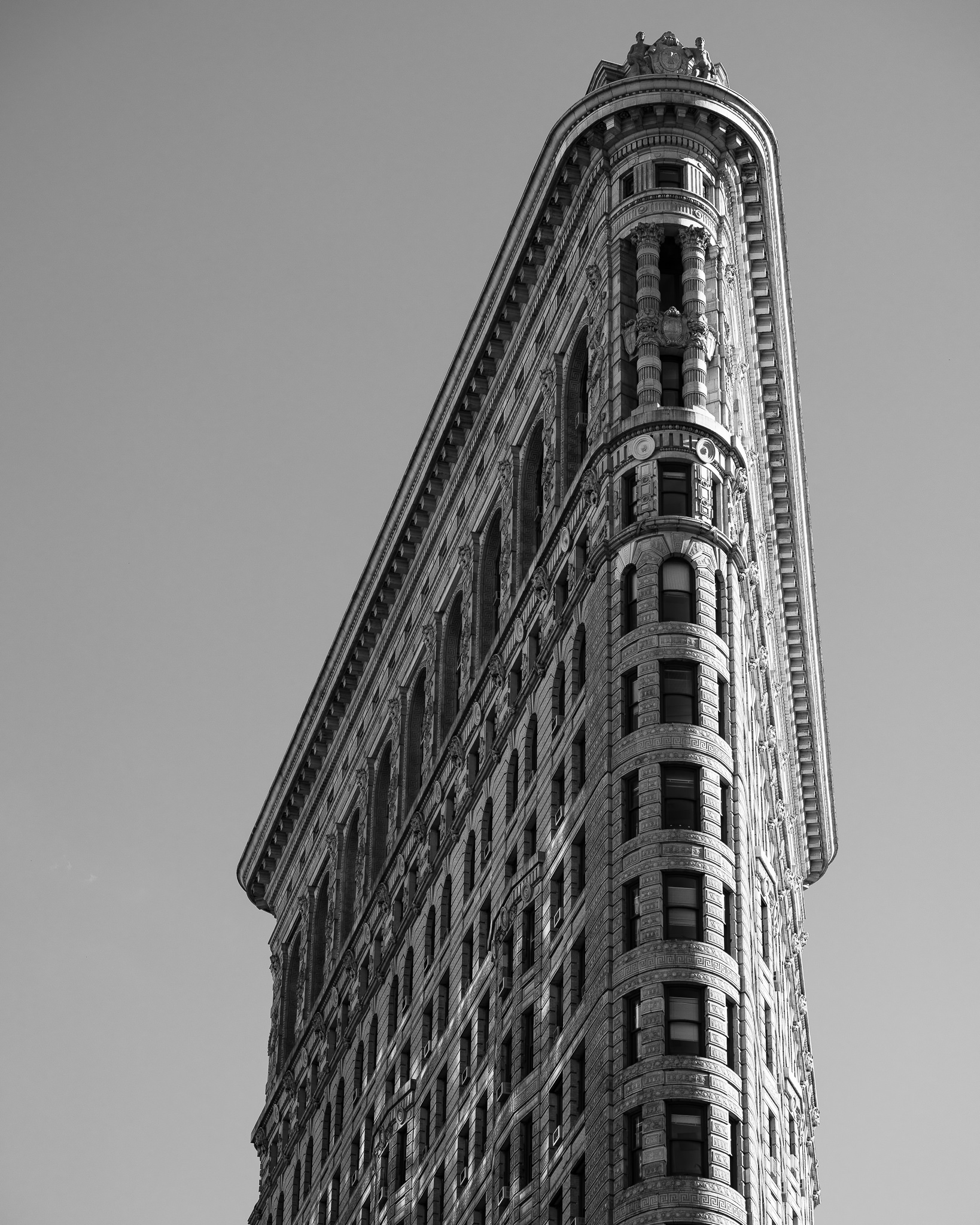 a black and white photograph of the flatiron building in new york city