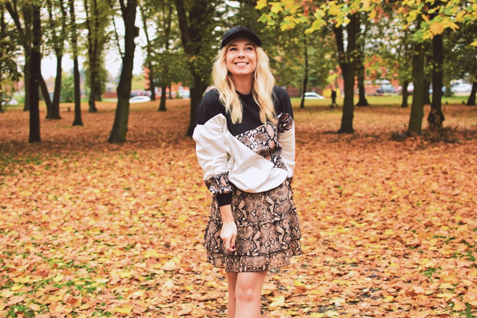 bluza, bonprix, bonprix.pl, czapka, jesień, moda, plantwear, spódniczka, szaleo, szpilki, wężowywzór