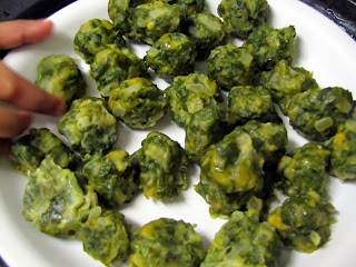 Steamed methi and onion balls