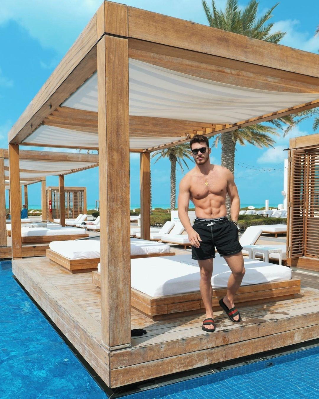 luxurious-places-outdoor-beds-michael-yerger-beautiful-pool-hunk