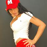 Andrea Rincon, Selena Spice Galeria 16: Linda Gorra Roja, Camiseta Blanca, Mini Tanga Roja Tipo Hilo Dental Foto 14