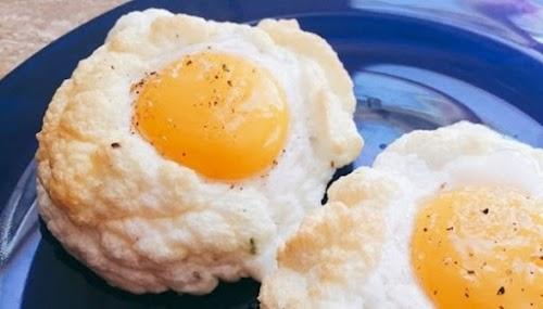 طريقة تحضير البيض العيون بالجبن البرميزان