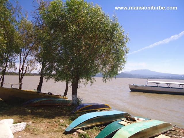 Lago de Pátzcuaro visto desde la Isla de Janitzio en Michoacán