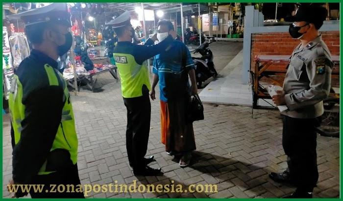 Patroli di Alun-ALun Situbondo, Polisi Masih Temukan Warga Abaikan Prokes