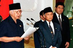 Naskah Pidato Pengunduran Diri Presiden Soeharto 21 Mei 1998 (Reformasi)