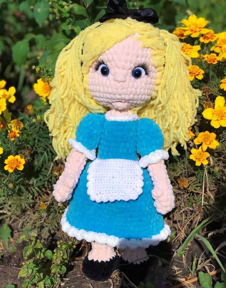 Вязаная кукла Алиса крючком