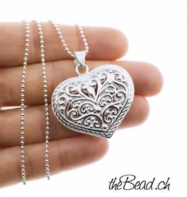 Silberhalskette mit verspieltem Herz Anhänger