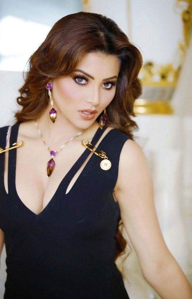 Actress Gallery: Urvashi Rautela Beautiful Pictures