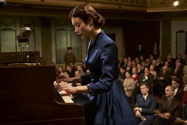 Maria Youdina (Olga Kurylenko) dans La Mort de Staline