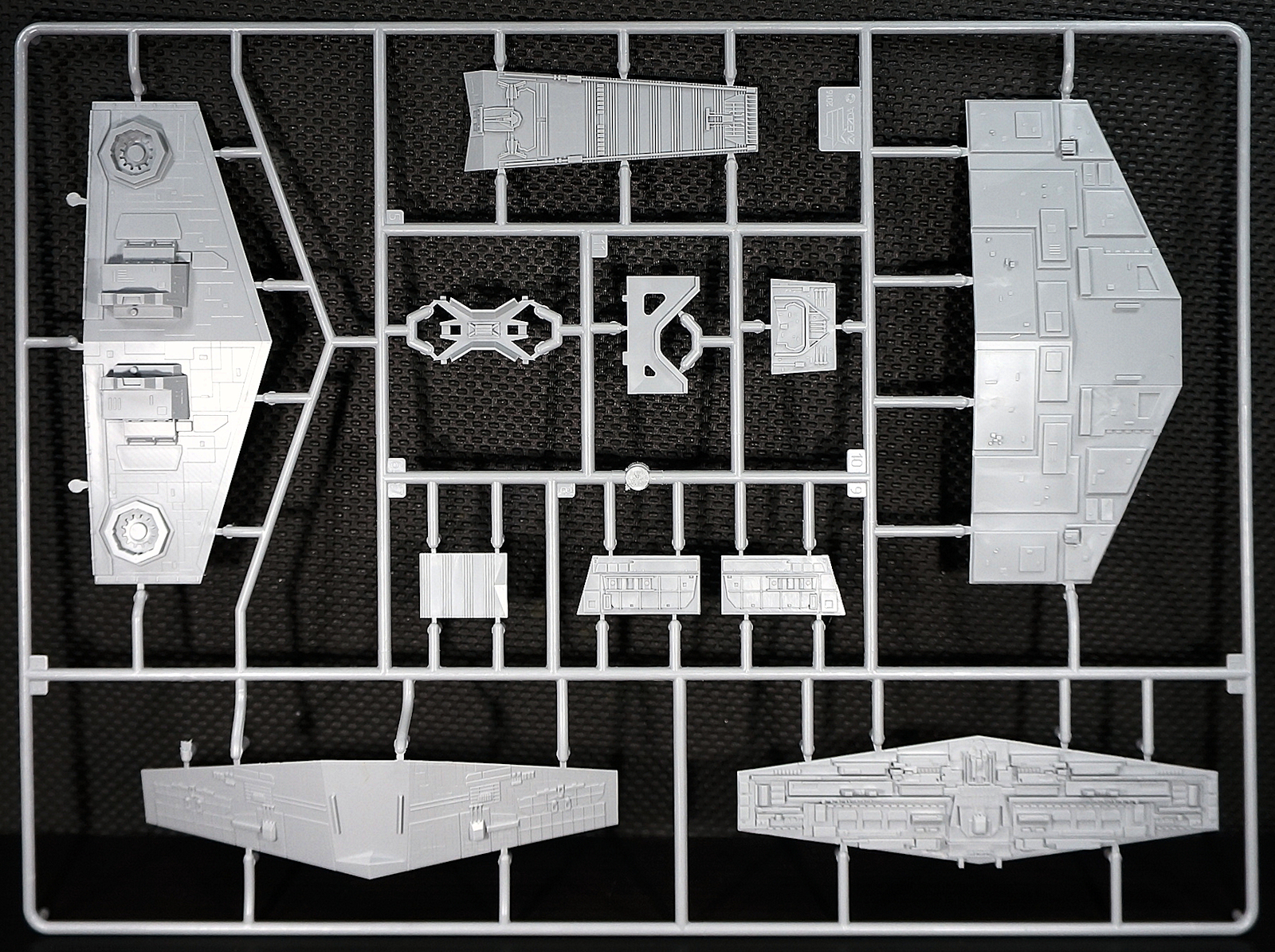 The Modelling News: In Boxed: Star Wars Imperial Star