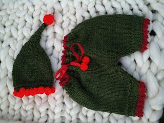 calça e gorro tipo duende tricotados  no estilo natalino