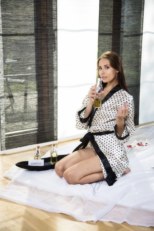 [MetartX] Vanessa Angel - Aroma Oil 1 - idols