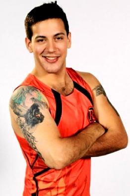 Foto de Jean Paul Santa María con traje de Combate
