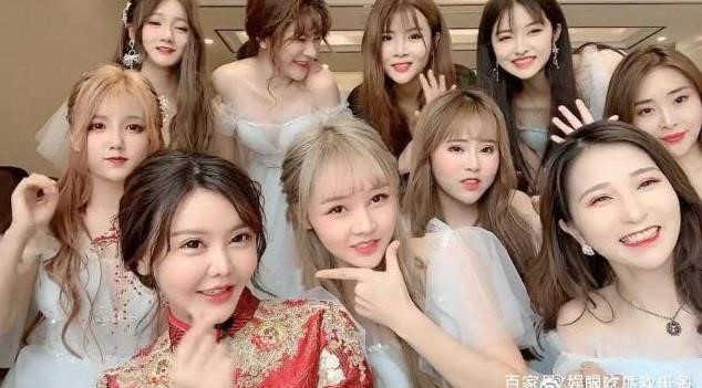 Dàn hot girl Trung Quốc lộ nhan sắc gây thất vọng khi tham dự đám cướiDàn hot girl Trung Quốc lộ nhan sắc gây thất vọng khi tham dự đám cưới