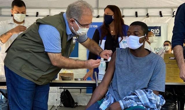 Brasil aplicou mais de 2 milhões e meio de doses de vacina em 24 horas