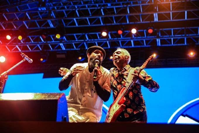Gilberto Gil e BaianaSystem lançam hoje disco ao vivo