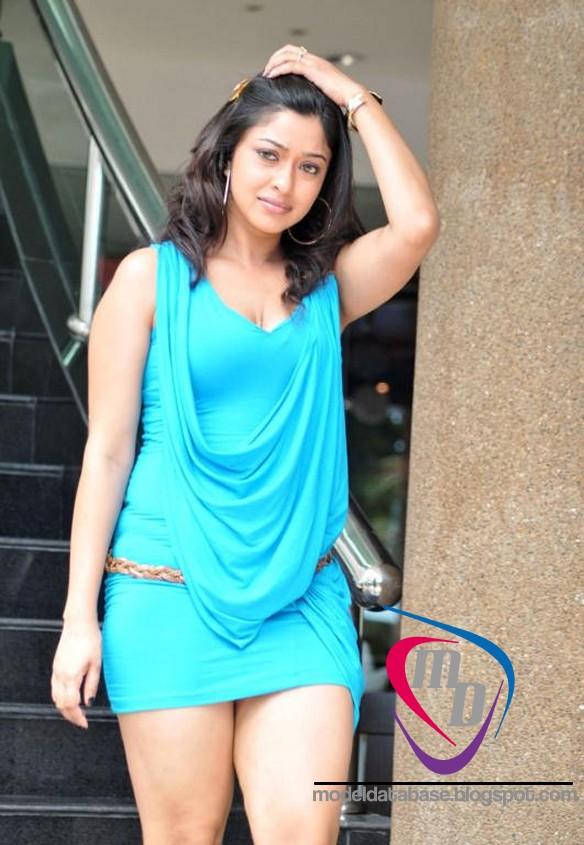 Tamil Actress Payal Ghosh Creamy White Thigh Show In A