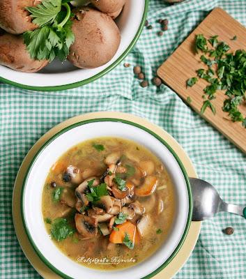 zupa pieczarkowa, pieczarki, co z pieczarek, brązowe pieczarki, obiad bez mięsa, daylicooking
