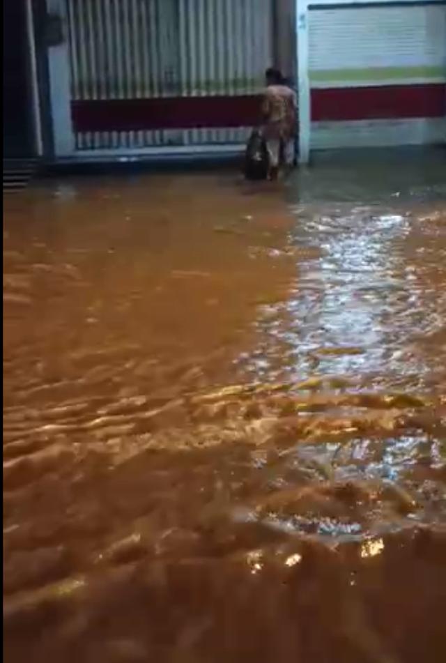 Diguyur Hujan Semalam, Jalan Kudus - Jepara Macet Tergenang Banjir