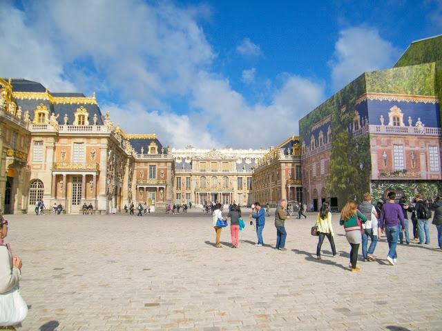 Het imposante voorplein van het kasteel van Versailles | (c) Koen Goossens