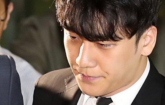 Polis Seungri için yeniden tutuklama emri talep etmeyecek, netizenler imza kampanyası başlattı