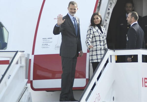 Queen Letizia wore Uterqüe houndstooth blazer, Prada black pumps, Karen Hallam ring and diamond earrings, carries Magrit clutch