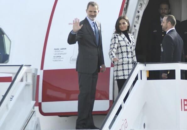 Queen Letizia wore Uterqüe houndstooth blazer, Prada black pumps, Karen Hallam ring and diamond earrings, carries Magrit clutch
