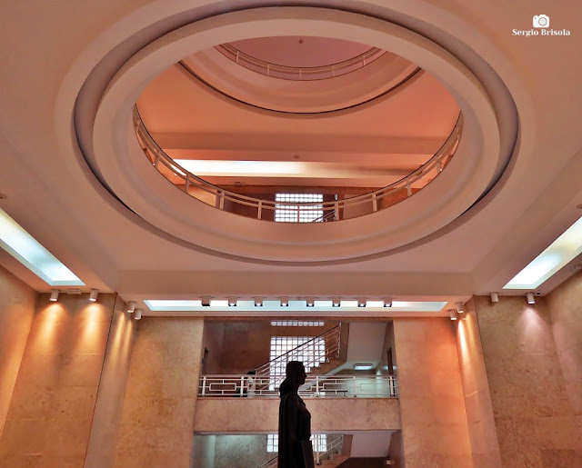 Vista ampla do átrio da Biblioteca Mario de Andrade - República - São Paulo