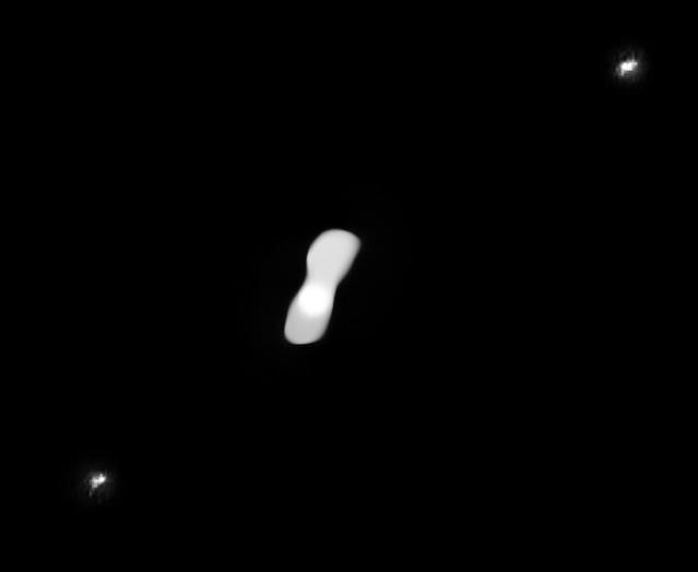 Imagem processada mostrando as luas de Cleópatra