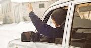 Őrület! Szándékosan akarta elgázolni a gyalogost a teherautójával a Bogyó utcán?