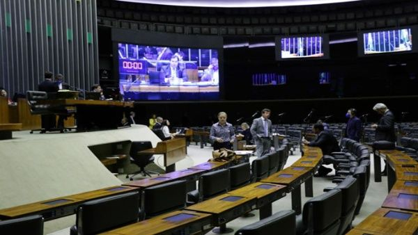 Diputados brasileños aprueban ayuda para trabajadores informales