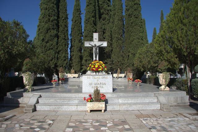 Entrada al cementerio de Guadalajara