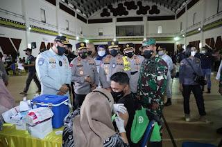 Kakorlantas Polri Apresiasi Vaksinasi Massal Covid-19 di Gedung Politekpar Medan
