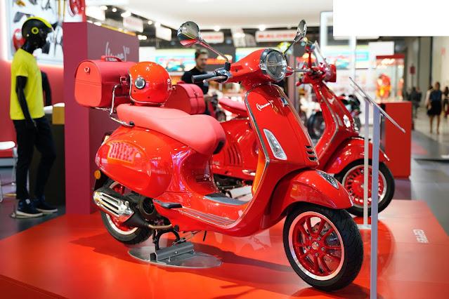 Vespa Primavera Red