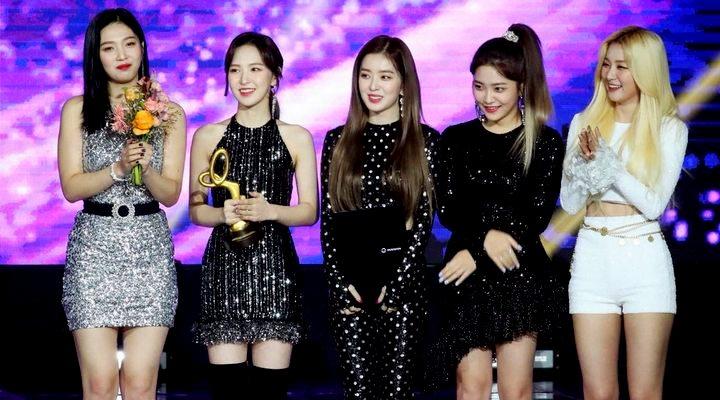 Netizens Criticize Red Velvet's Stylists at '2018 Korean Popular Culture & Arts Awards'