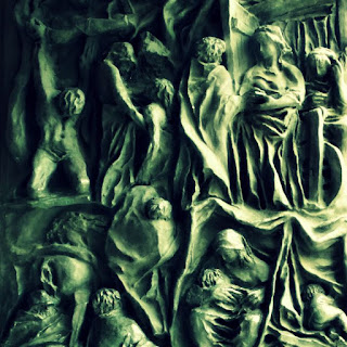 Esculturas em bronze  na porta da Igreja São Pelegrino
