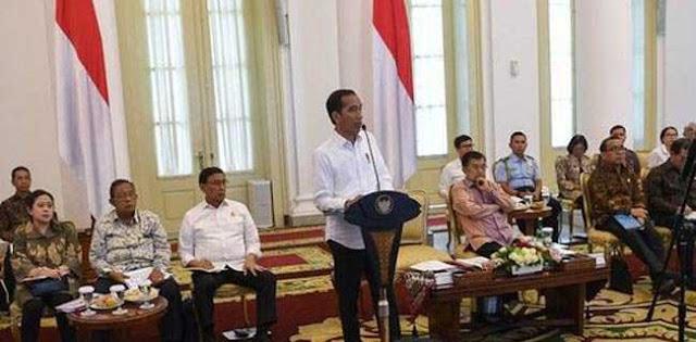 Perut Rakyat Jadi Pertaruhan, Jokowi Harus Ganti Menteri Pos Ekonomi
