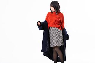 アウター(コート)を着る女性のイメージ
