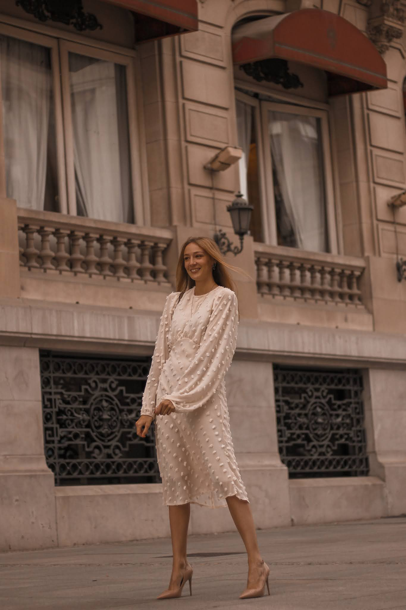 stilettos-tacones-vestido-midi-ocasiones-especiales-street-style