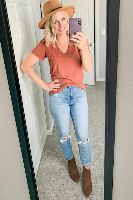 Mom jeans with hat and booties #mom jeans