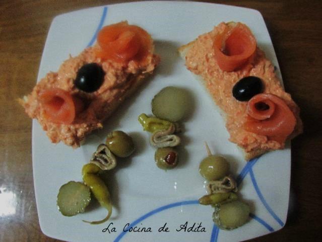 Tapa de at n y salm n ahumado la cocina de adita - Tapas con salmon ahumado ...
