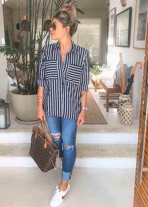 Camisa listrada feminina e calça jeans