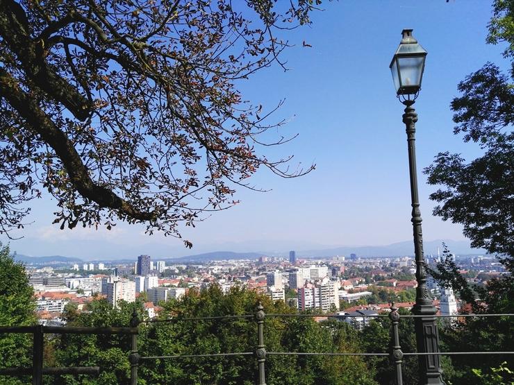 vue depuis chateau buildings lampadaire ljubljana