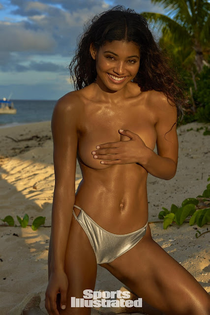 Hot Pose Sexy Model Danielle Herrington