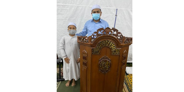 Dari Tenda Mesjid At Tabayyun: Kisah Anak-Bapak Jadi Imam Dan Bilal Salat Taraweh