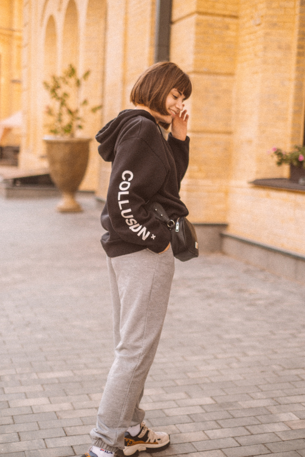 hoodie with sweatpants street style