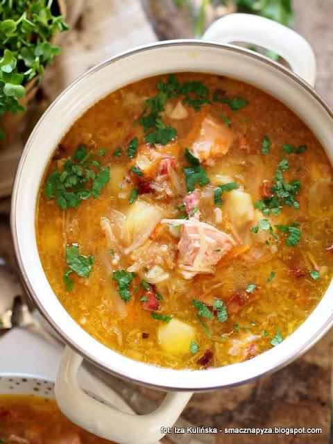 kapusniaczek, kwasna zupa z kapusty, kapusta kiszona, kapusniak na zeberkach z wedzonka, prawdziwe domowe jedzenie