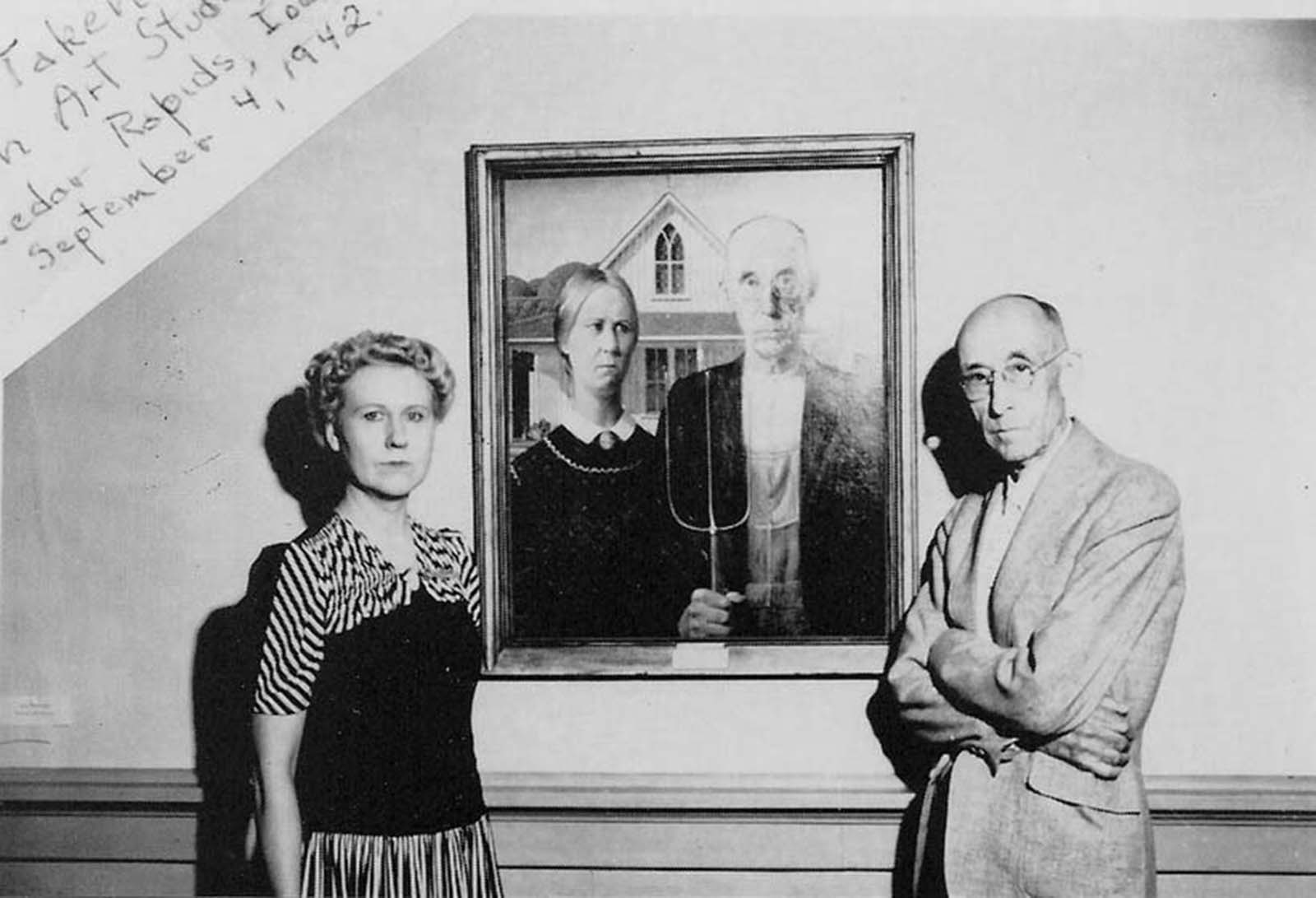 The models for 'American Gothic' pose in front of the iconic painting, 1942